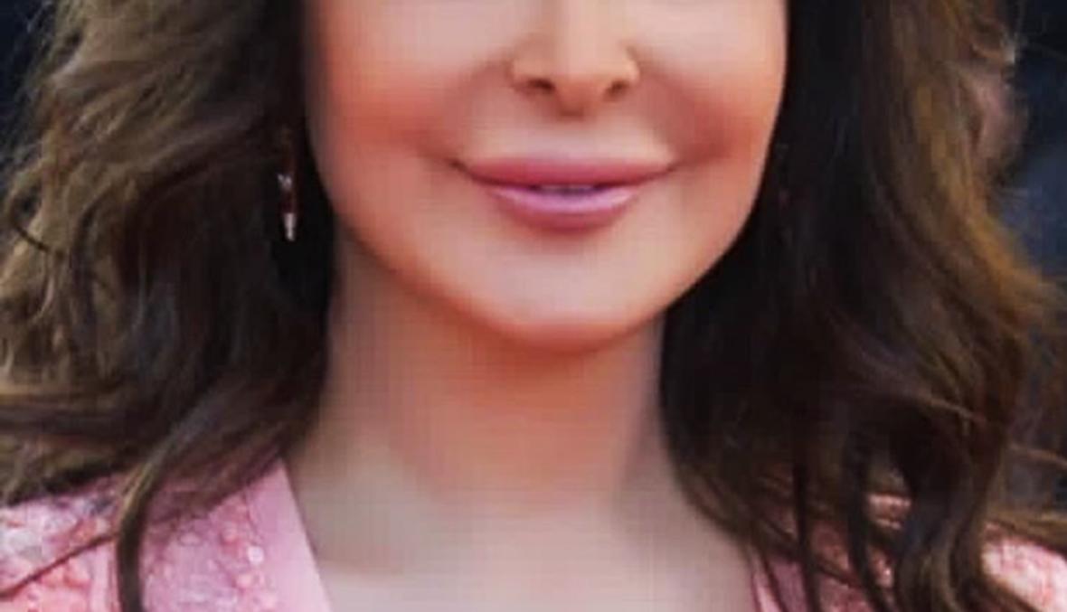 بالفيديو: إليسا تتألق بالزهري في مهرجان كانّ
