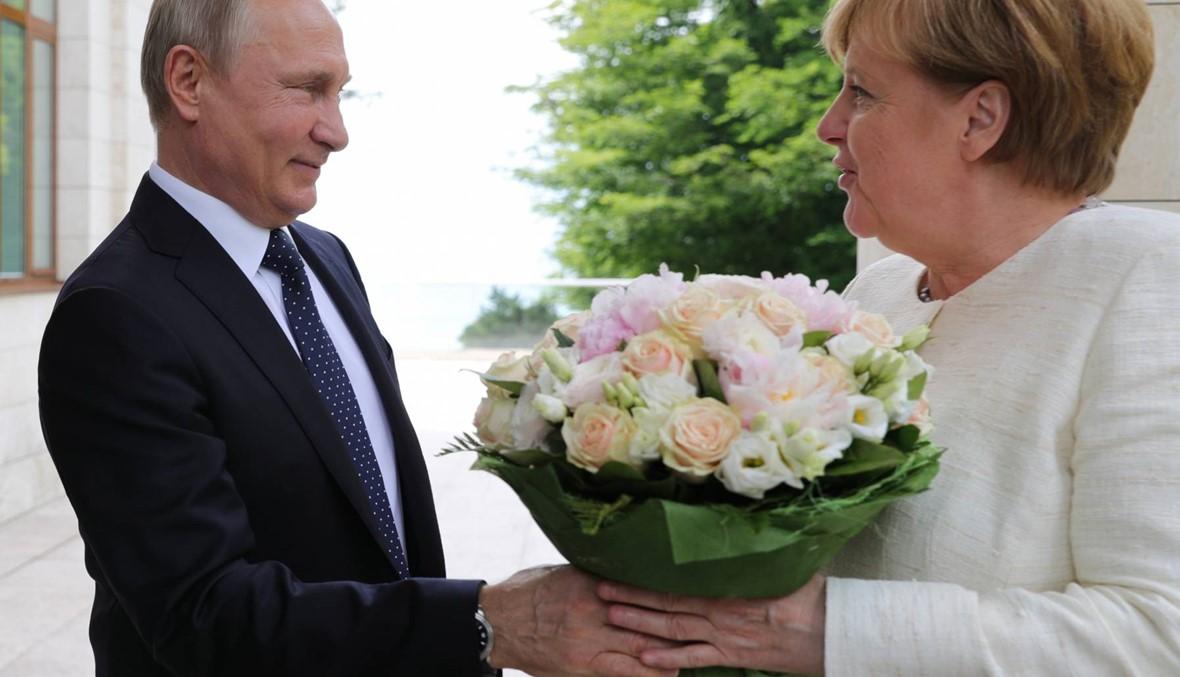 """بوتين وميركل التقيا في سوتشي: """"نورث ستريم 2"""" مستمرّ رغم العقوبات الأميركيّة"""