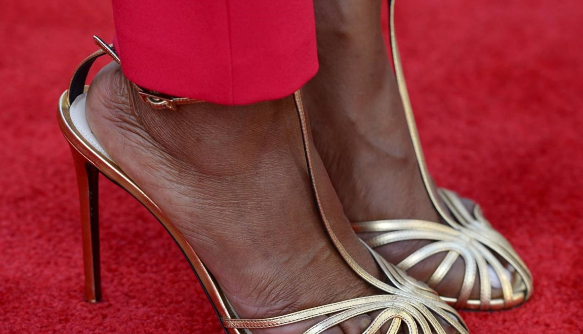 حذاء أنجيلا شغل الصحافة