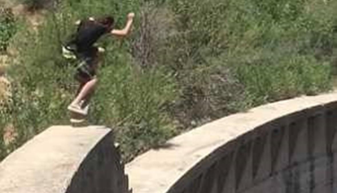 بالفيديو: قفزة متهورة لمتزلج على ارتفاع 200 قدم