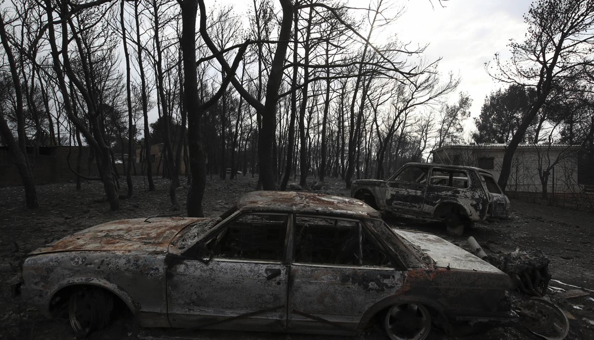 بالصور- عشرات القتلى بحرائق في محيط أثينا