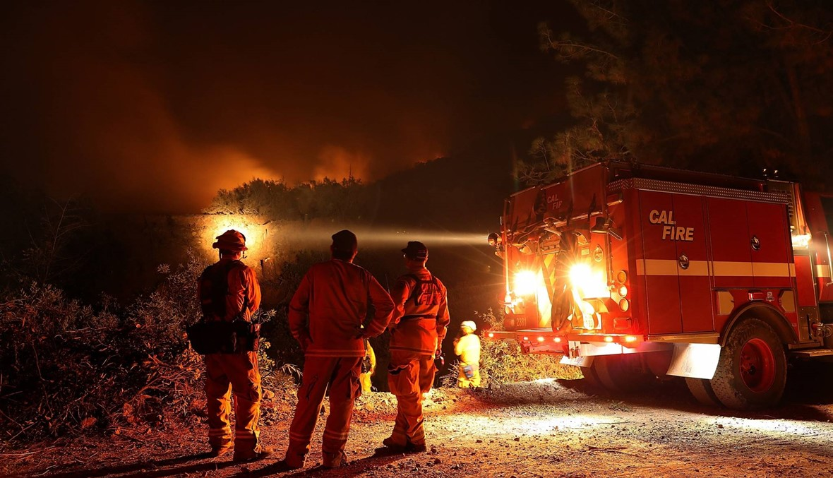 ألسنة اللّهب أضاءت سماء كاليفورنيا... حريق هائل يقترب من مناطق مأهولة