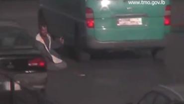 """فيديو """"صادم"""" لأحد المتسولين في الكرنتينا... والقوى الأمنية تتدخل"""
