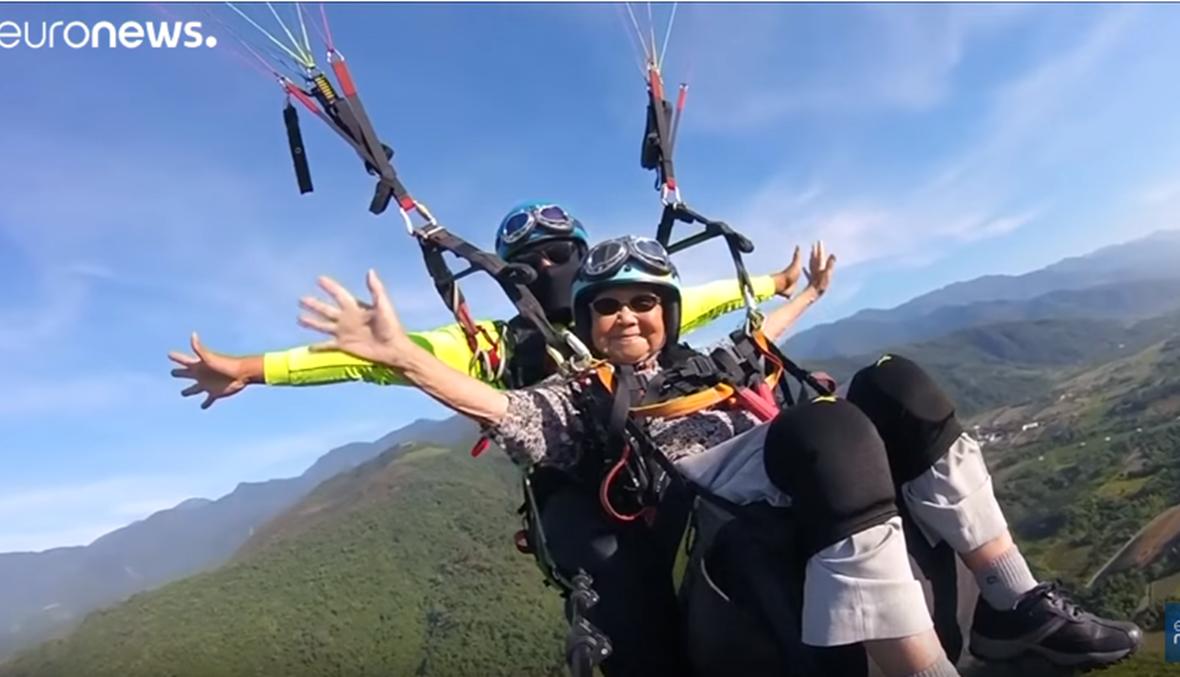 بالفيديو: عمرها 93 سنة وتقفز بالمظلة
