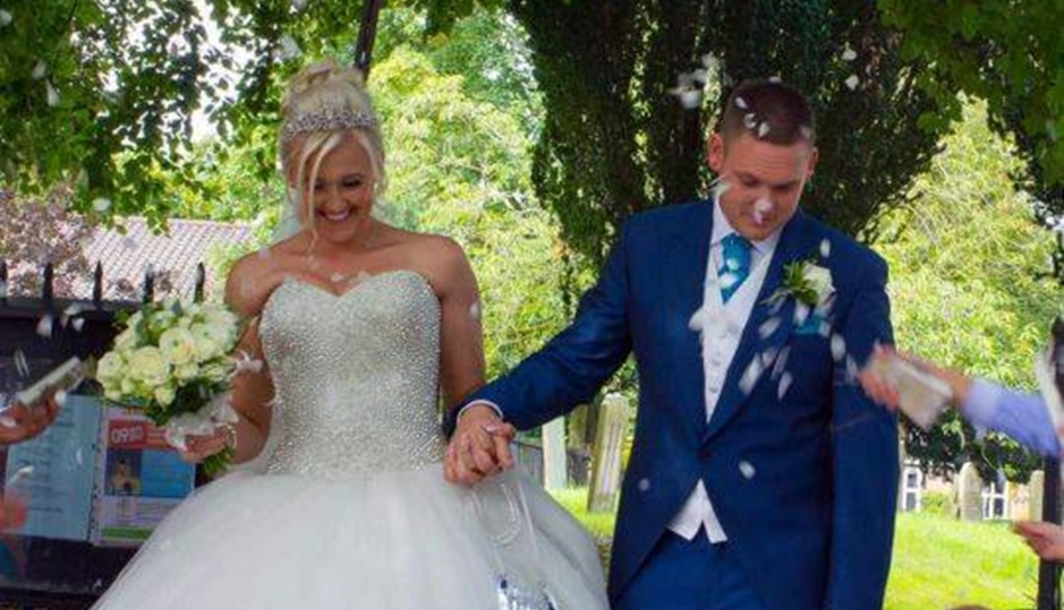 محاولة رومانسية فاشلة: رجل أخطأ في وشم تاريخ زفافه (صور)