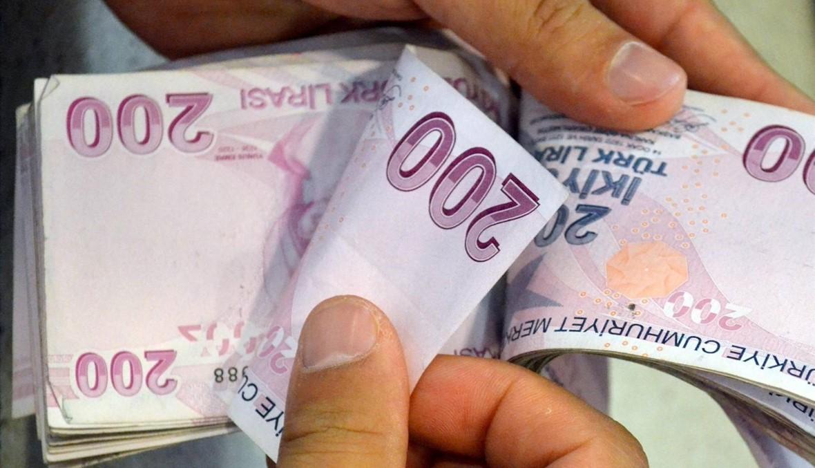 ليرة تركيا تهبط من جديد مع إعادة فتح الأسواق