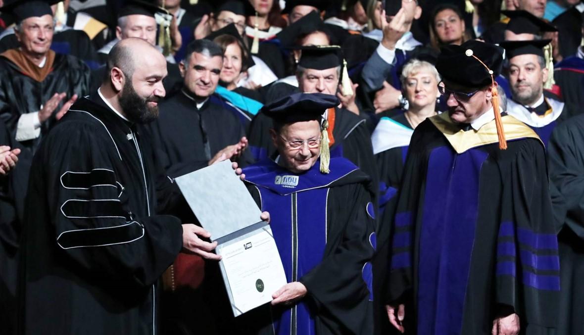عون تقلدَ دكتوراه فخرية من جامعة سيدة اللويزة: مرحلة جديدة بعد الحكومة