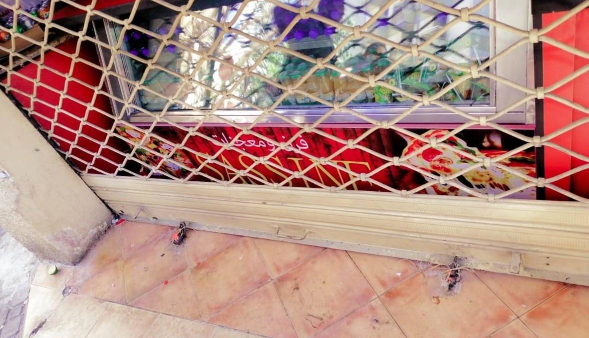 إقفال فرنين للمعجنات في بيروت بالشمع الأحمر