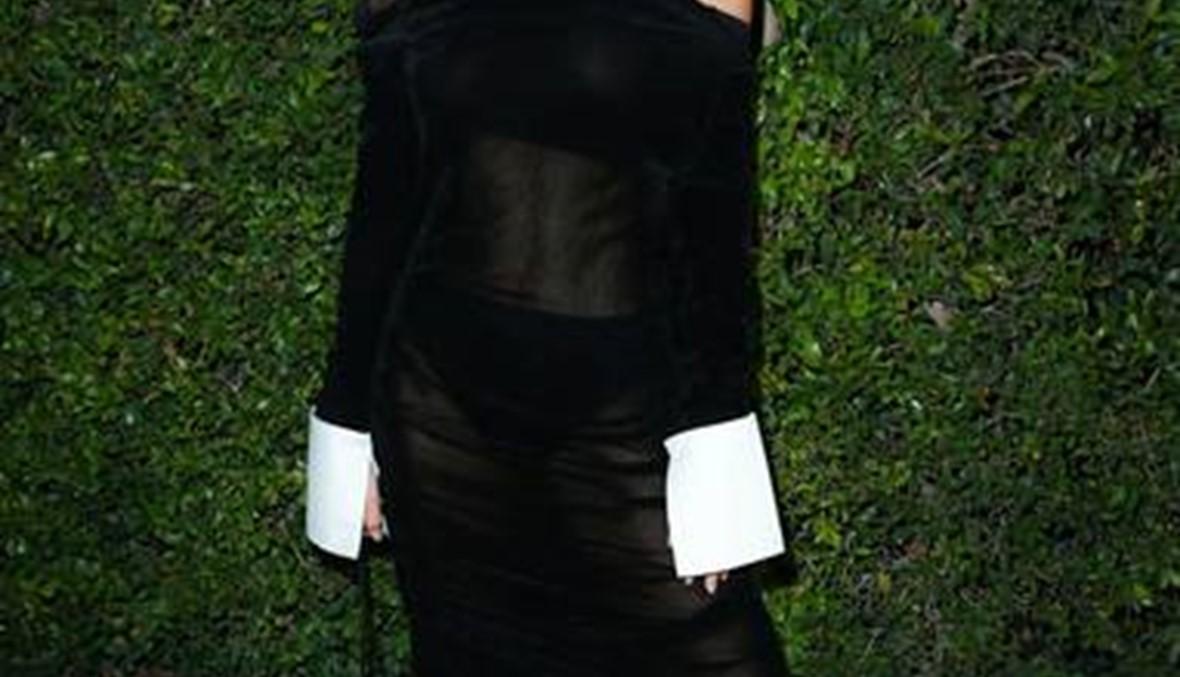 فستان أميلي رتاجكوسكي الشفاف كان الحدث