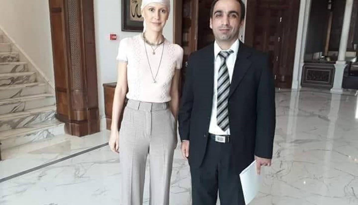 العلاج الكيميائي يُفقدها شعرها... أسماء الأسد بوجه شاحب وغطاء رأس