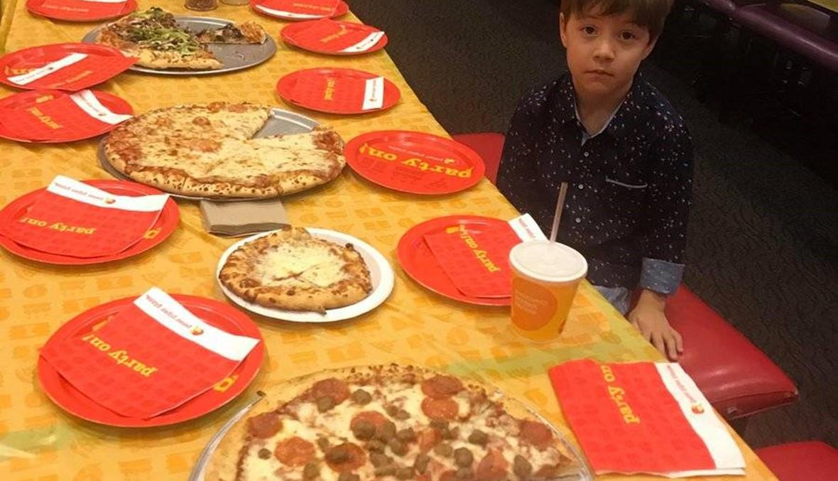 أراد الاحتفال بعيد ميلاده السادس مع أصدقائه لكن أحداً لم يأتِ!