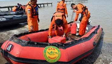 العثور على أحد الصندوقين الأسودين بعد تحطم الطائرة في اندونيسيا