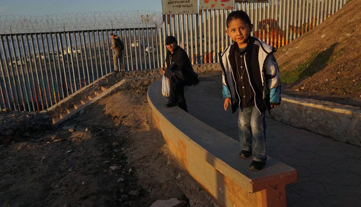 ترامب يصرّ على بناء جدار حدودي كشرط لإنهاء إغلاق حكومي دخل أسبوعه الثالث