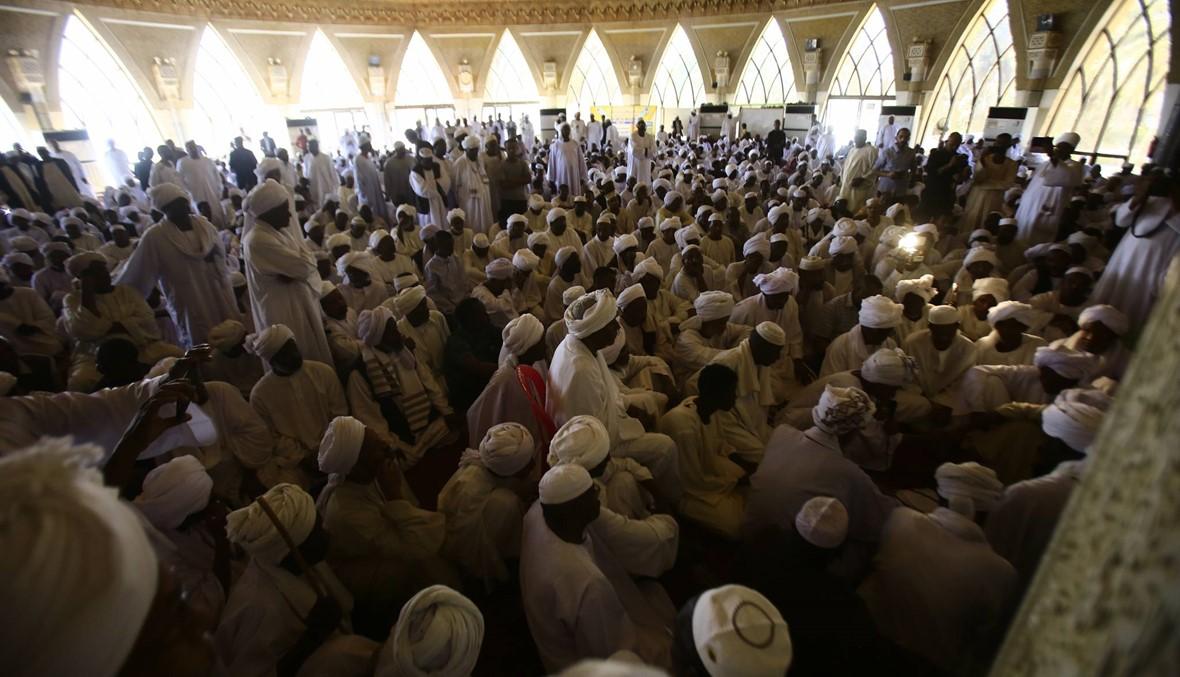 سودانيّون تظاهروا في الخرطوم وأم درمان: الشرطة تفرّقهم بالغاز المسيل للدموع