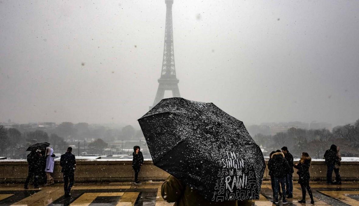"""المنصات والسلالم """"غير آمنة""""... ثلوج باريس تُقفل برج إيفل"""