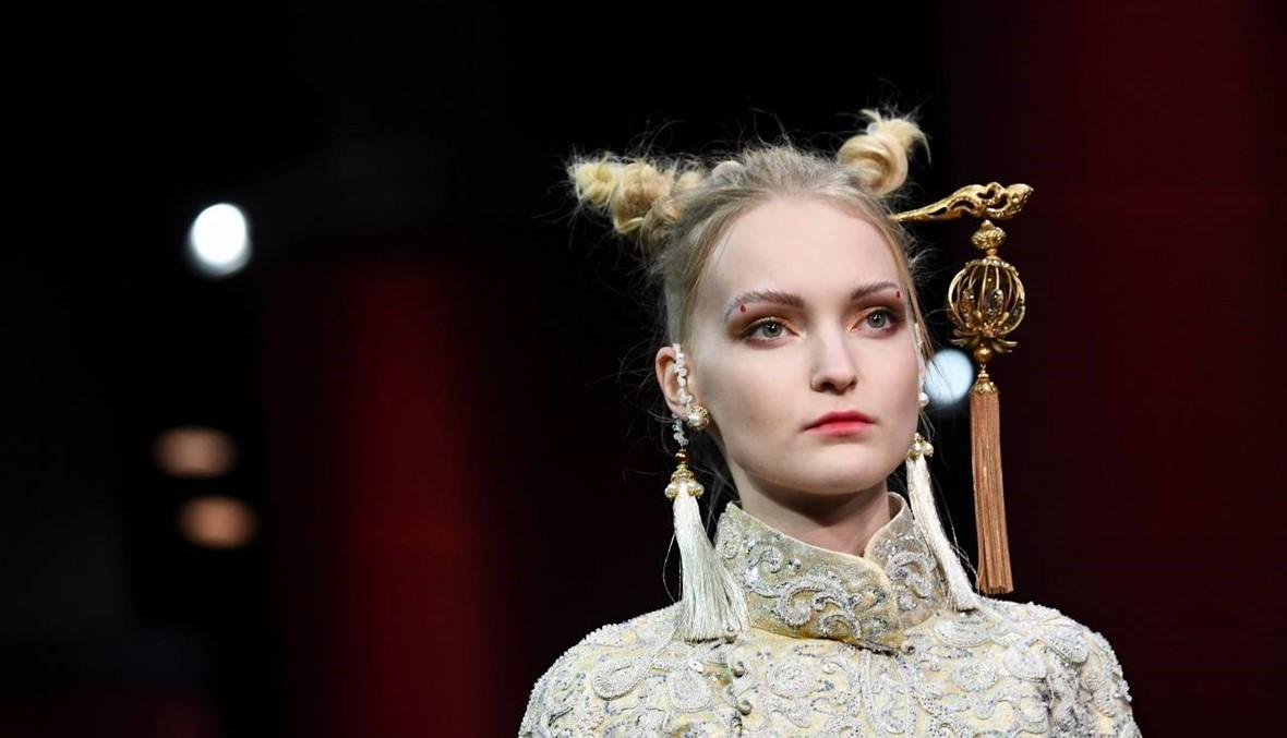 الصين تشارك في أسبوع الموضة الفرنسية بتسريحات غريبة!