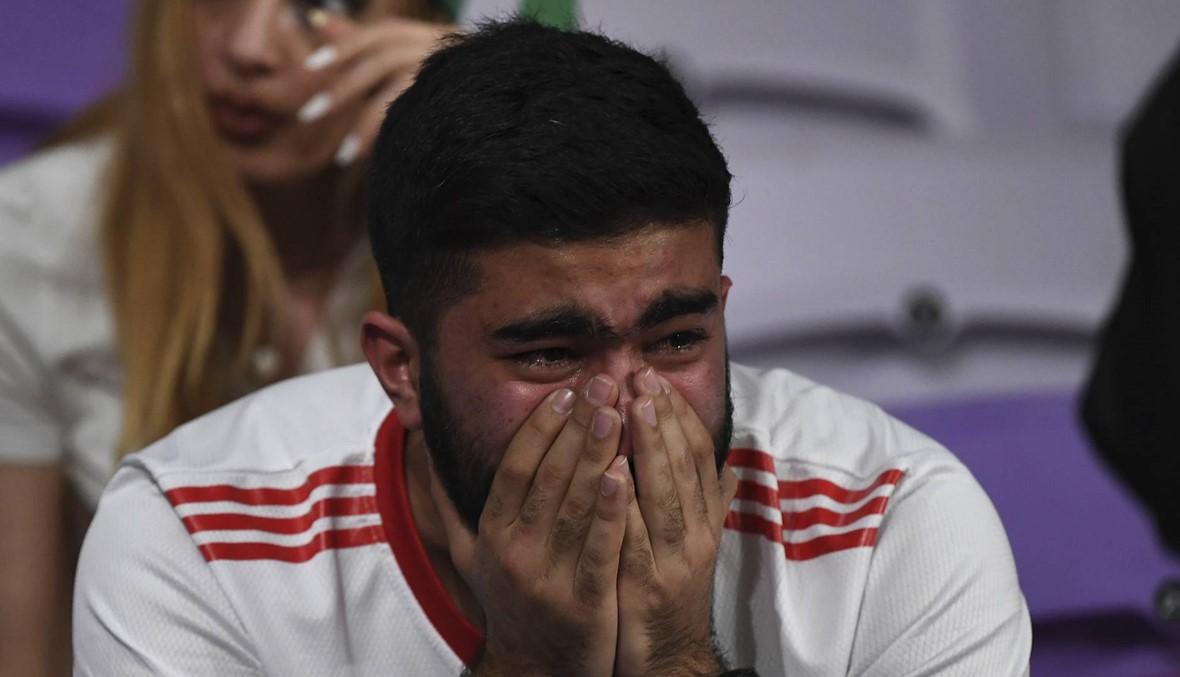بالصور: الجمهور الإيراني يقول كلمة أخيرة ممزوجة بالدموع