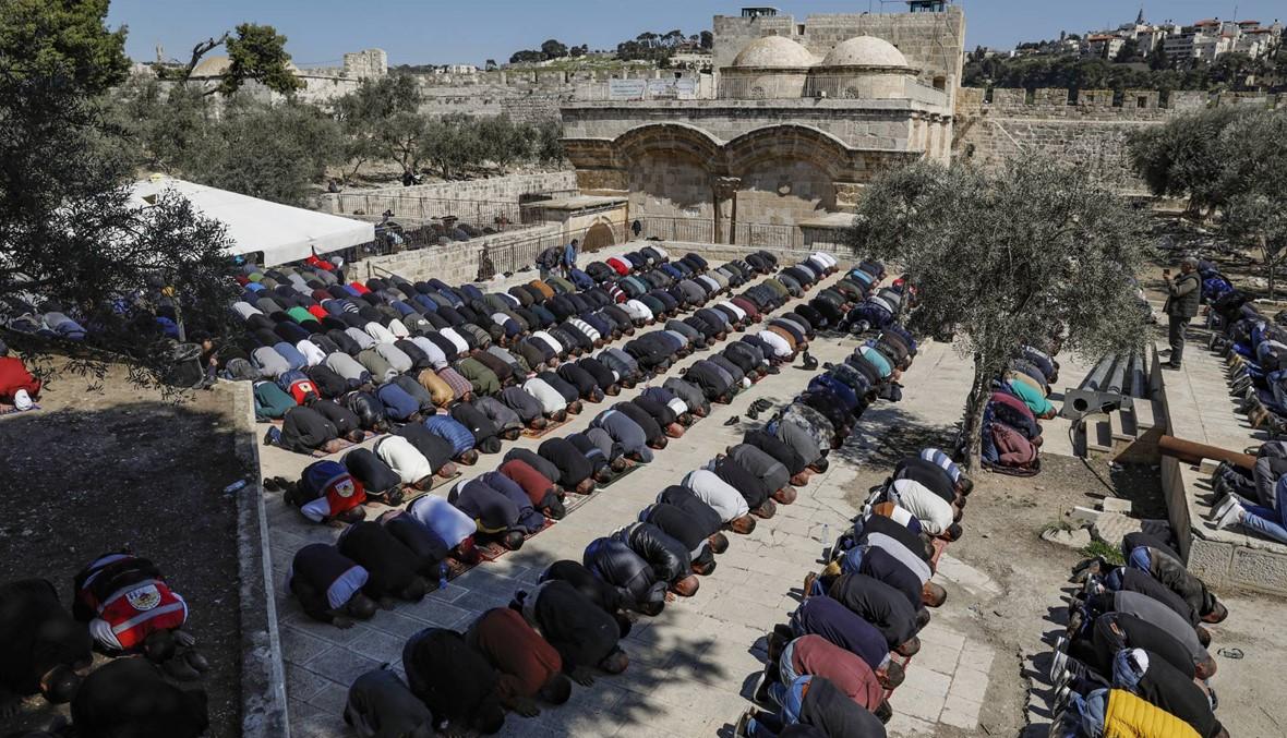 آلاف أدّوا صلاة الجمعة في المسجد الأقصى: محكمة إسرائيليّة أمرت بإغلاق باب الرحمة