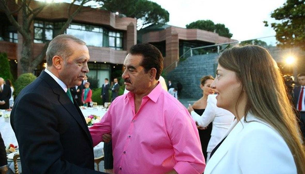 إبرهيم تاتليس لم يستطع تمالك دموعه... أردوغان شاركه الغناء (صور)