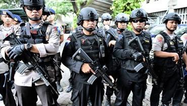 الشرطة الإندونيسية: زوجة وابن متشدد مشتبه به فجرا نفسيهما