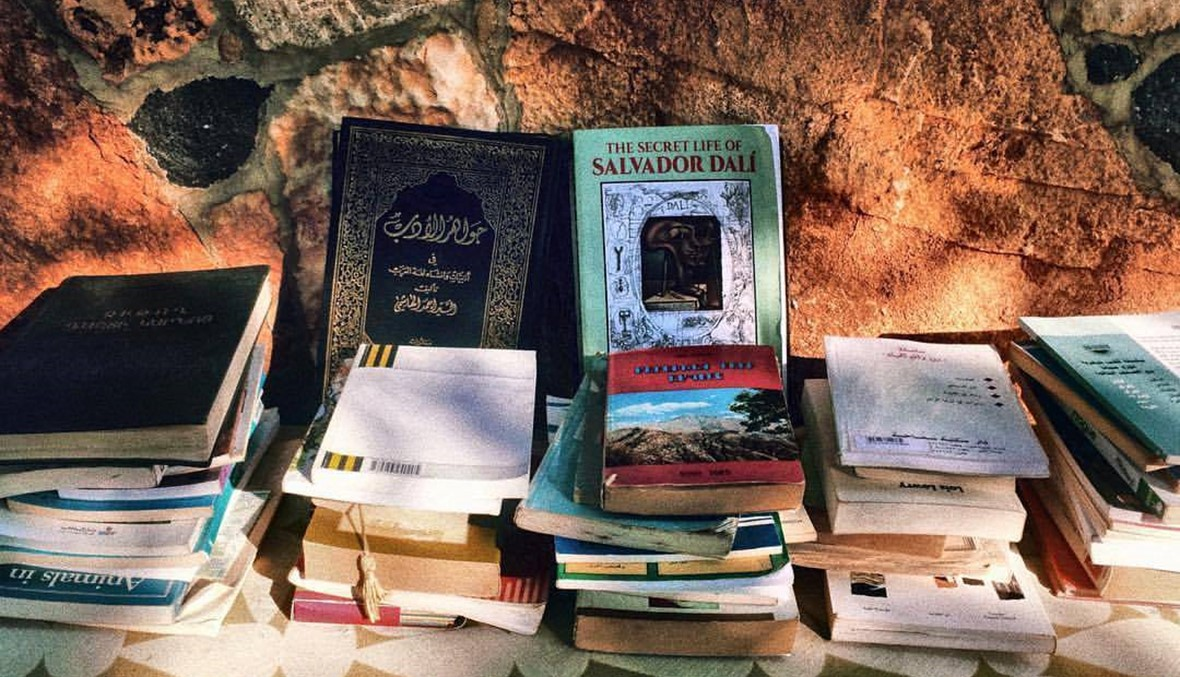 """""""ثروة ثقافية"""" من بيروت إلى بوداي... حمزة شمص يحوّل دكان جده مكتبةً"""