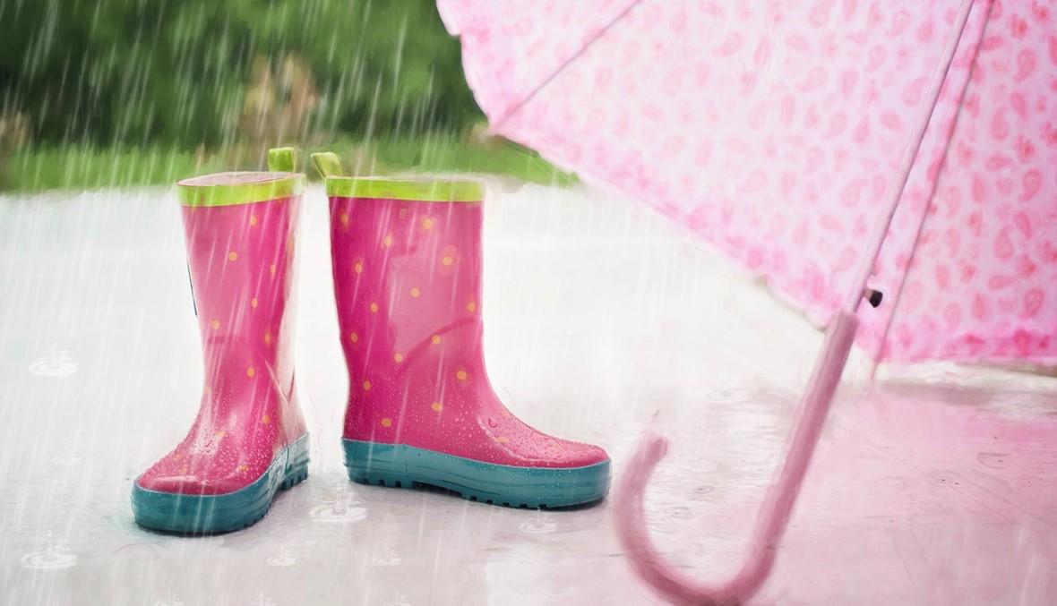الأحذية الوردية: إكسسوار لا مفرّ منه في الربيع!