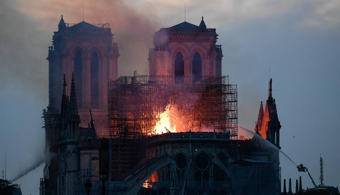 """حريق """"نوتردام"""": شخص على سطح الكاتدرائيّة؟ إليكم الحقيقة"""