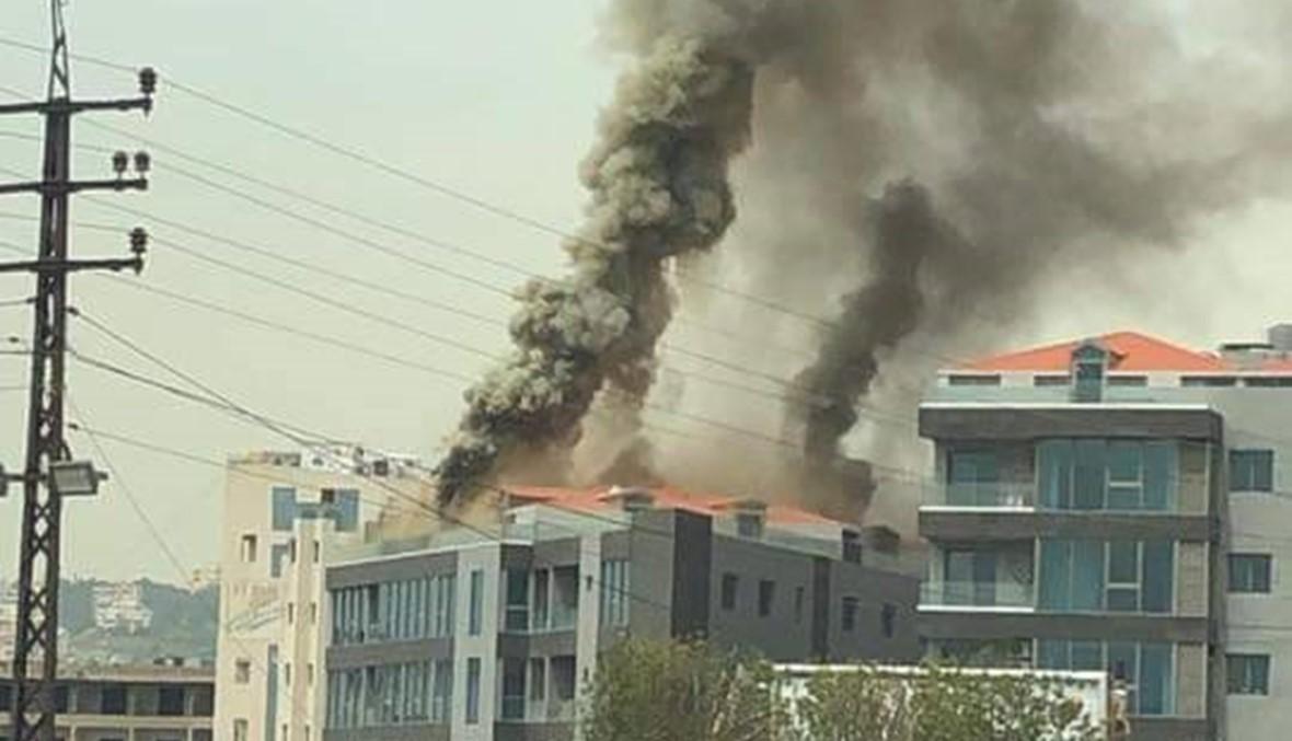 حريق على سطح مجمّع تجاري في ساحل علما: الأضرار مادية