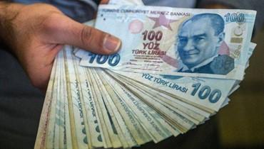 الليرة التركية تتراجع عن مكاسب قادتها جهود بنوك حكومية