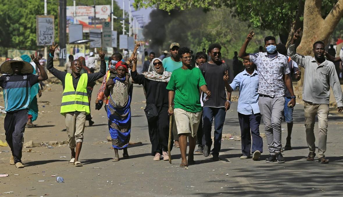 """السودان: النائب العام يوجّه تهمة """"قتل متظاهرين"""" إلى البشير"""