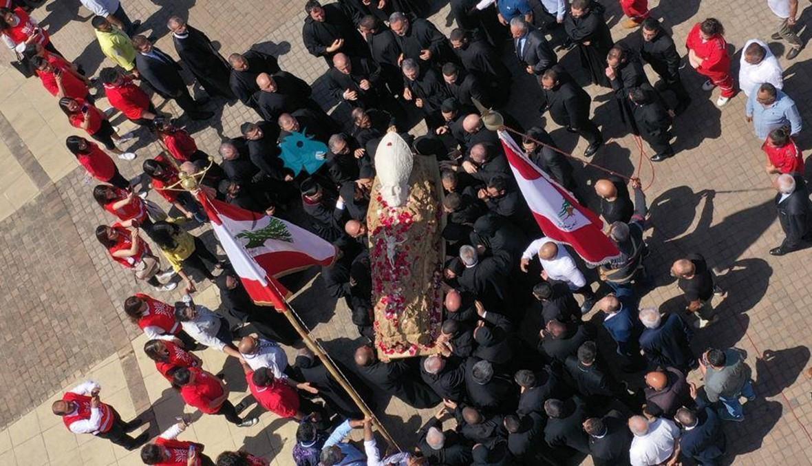 بالفيديو: صفير عاد إلى عرينه في بكركي محمولاً على الأكتاف كعريس الكنيسة المارونية