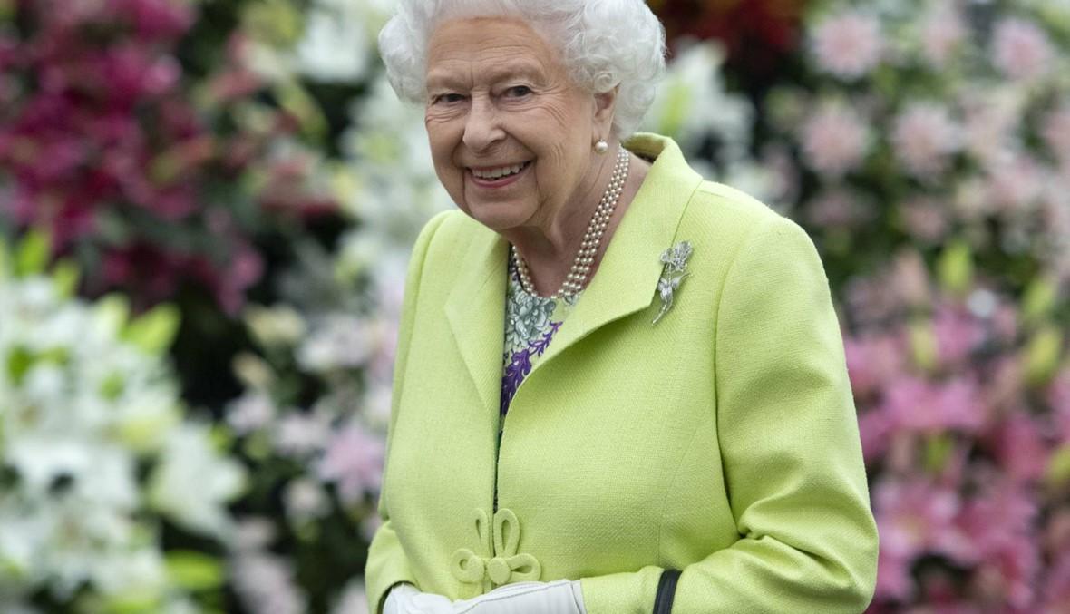 ملكة بريطانيا تتفقّد حديقة زوجة حفيدها