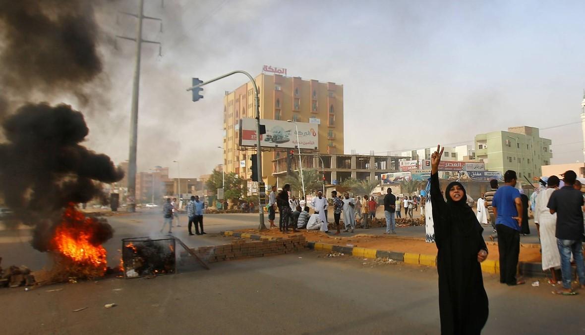 """قادة الاحتجاج يدعون إلى """"مسيرات ومواكب في كل الأحياء والمدن والقرى"""" مع محاولة فض الاعتصام في الخرطوم"""