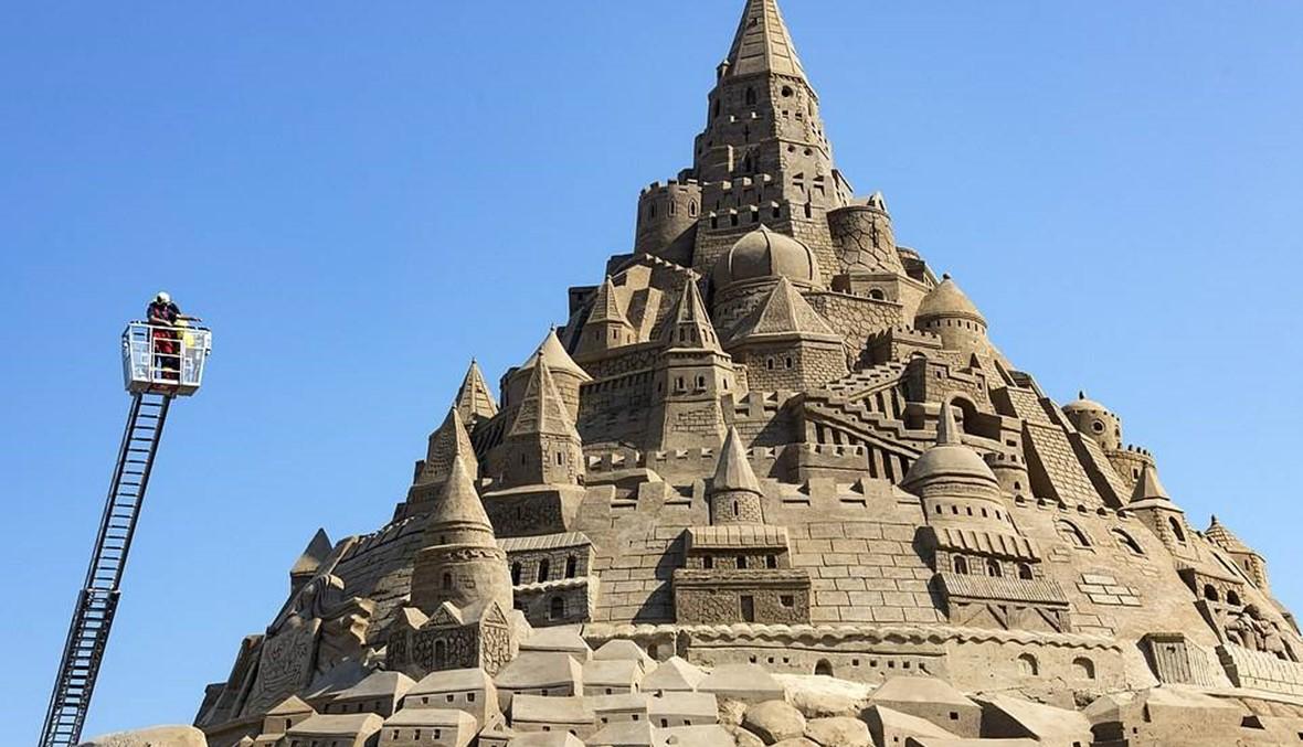 """إلى كل مشاهدي مسلسل """"صراع العروش""""، إليكم أطول قلعة رمليّة في العالم"""