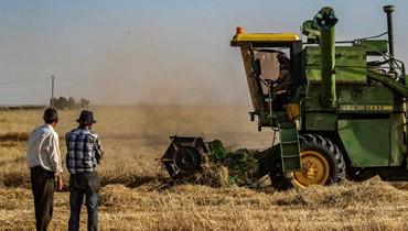 إسرائيل قصفت تلاً قرب الجولان الأكراد يمنعون القمح عن مناطق النظام
