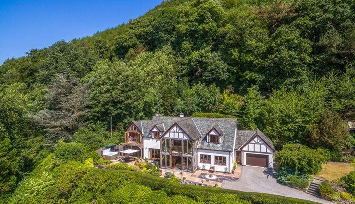 منزل وسط أروع لوحة بانورامية في العالم للبيع... موقعه الساحر يستحقّ المبلغ!