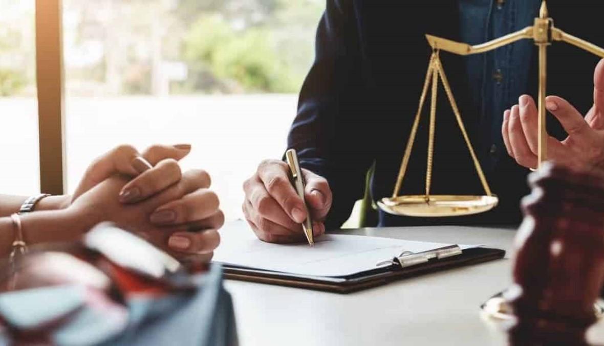 محامية وعنصران أمنيان إلى المحكمة العسكرية بجرم دفع رشى