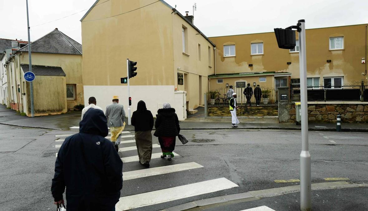 إطلاق نار خارج مسجد غرب فرنسا: إصابة شخصين، والمسلّح لا يزال طليقاً