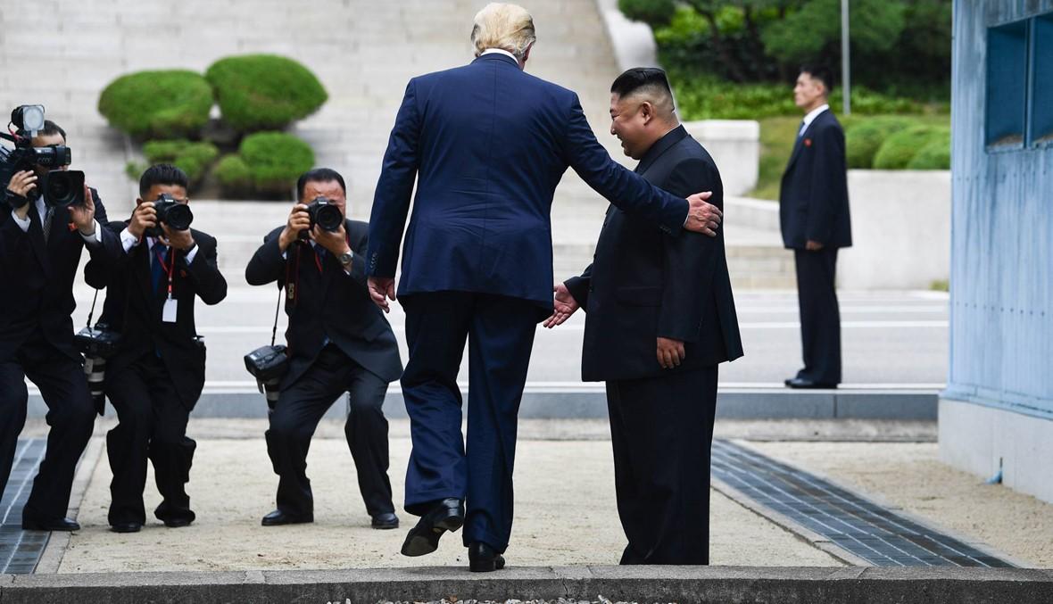 الرئيس الأميركي عبر الخط... عفوية ترامب تفاجئ كيم في بلاده