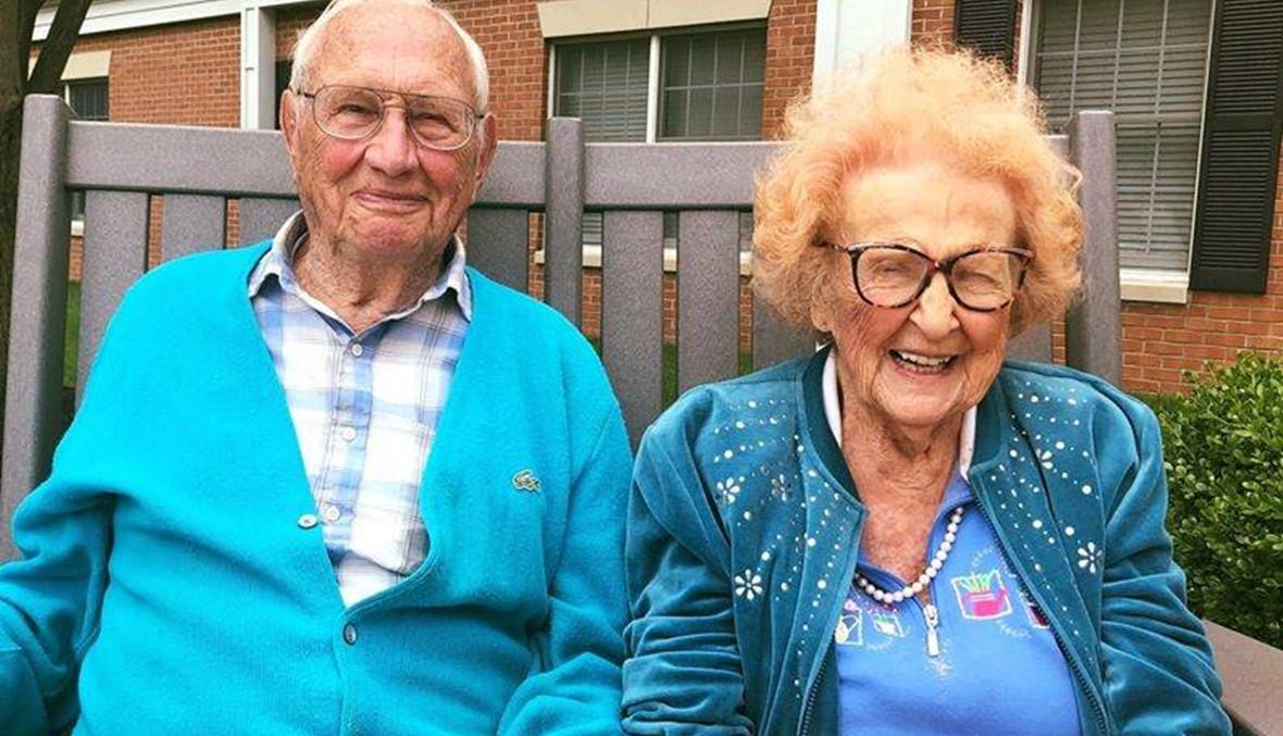 عجوزان يتجاوزان المئة عام يتوّجان حبّهما بالزواج...الحبّ لا يعرف عمراً