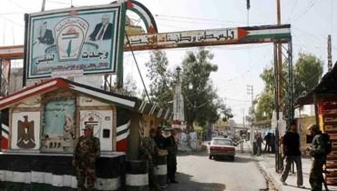 شبان فلسطينيون أغلقوا المدخل الغربي لعين الحلوة احتجاجاً على إجراءات وزارة العمل