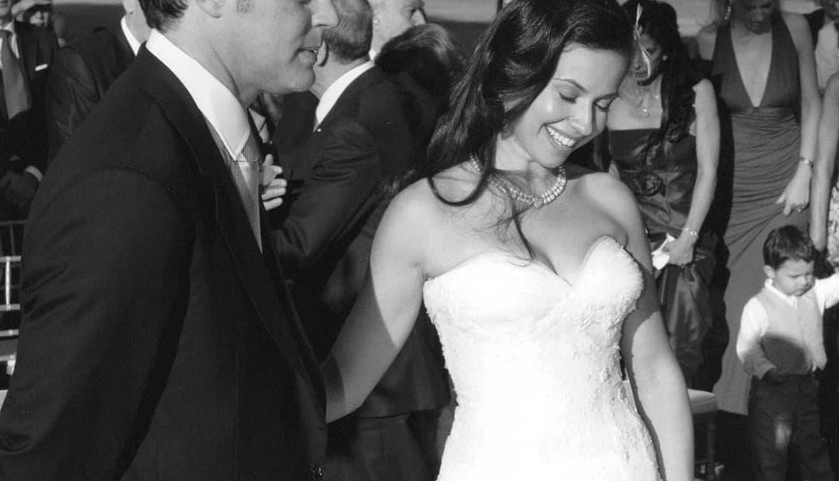 فستان زفافها أثار سيلاً من التعليقات بعد ثماني سنوات من الزفاف... ماذا لبست ريا أبي راشد؟