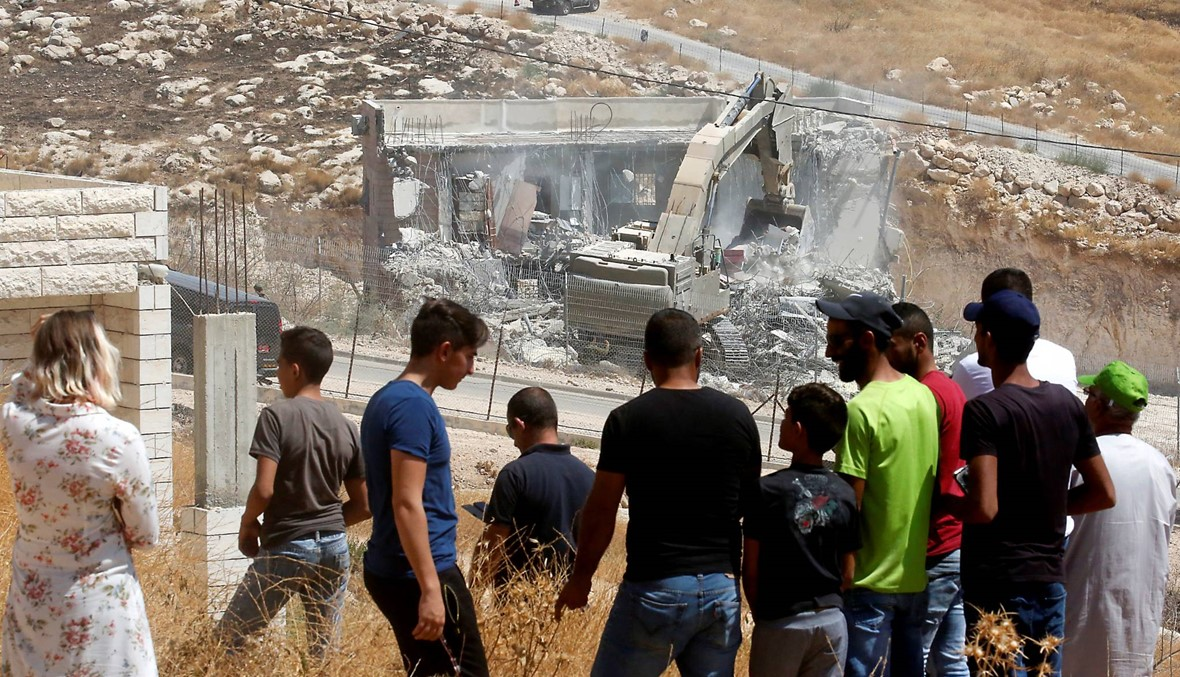 """إسرائيل تبدأ هدم منازل فلسطينيّين قرب القدس: """"تصعيد خطير وجريمة حرب"""""""