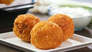 سرّ تحضير كفتة البطاطا بالدجاج: لا تنسَ الطحينة والبندورة!