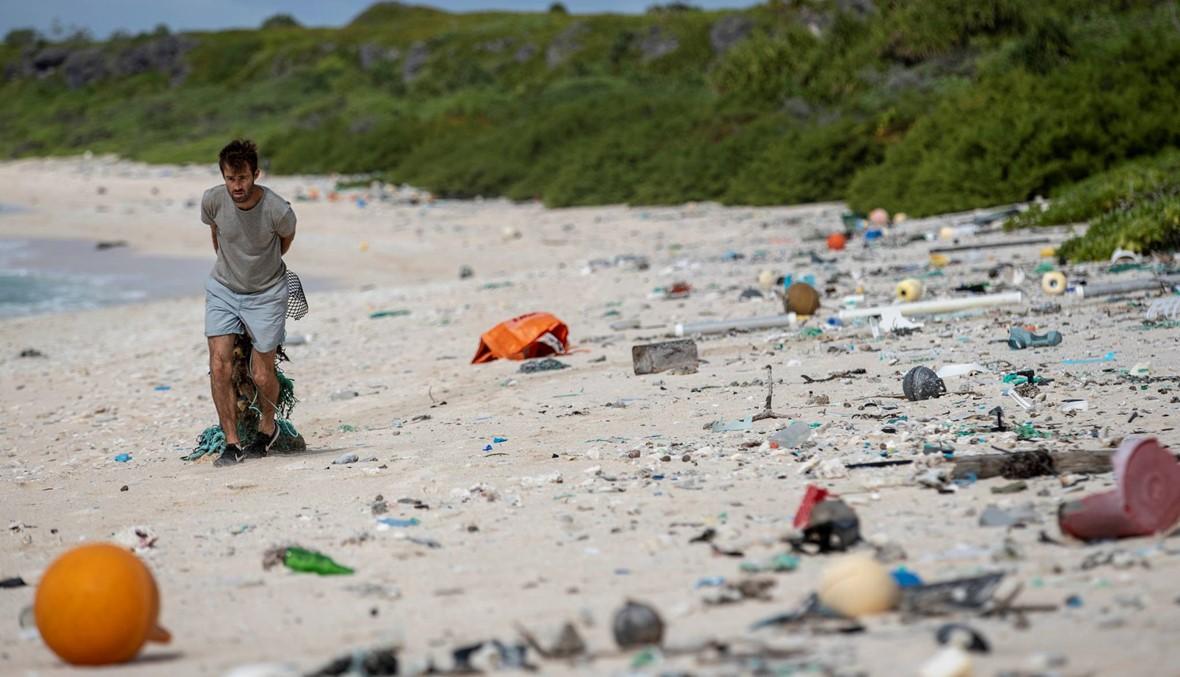 """جزيرة هندرسون المرجانيّة تغرق في نفايات بلاستيكيّة """"آتية من كلّ مكان تقريبا"""""""