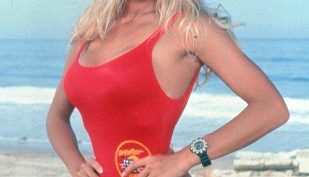 """بعد 20 عامًا... باميلا أندرسون تظهر في أيقونة """"باي واتش"""" من جديد"""