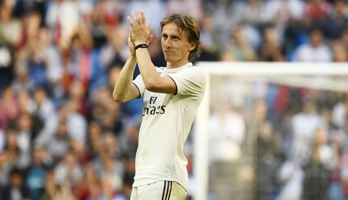بالصورة: مودريتش يحتفل بقميص ريال مدريد