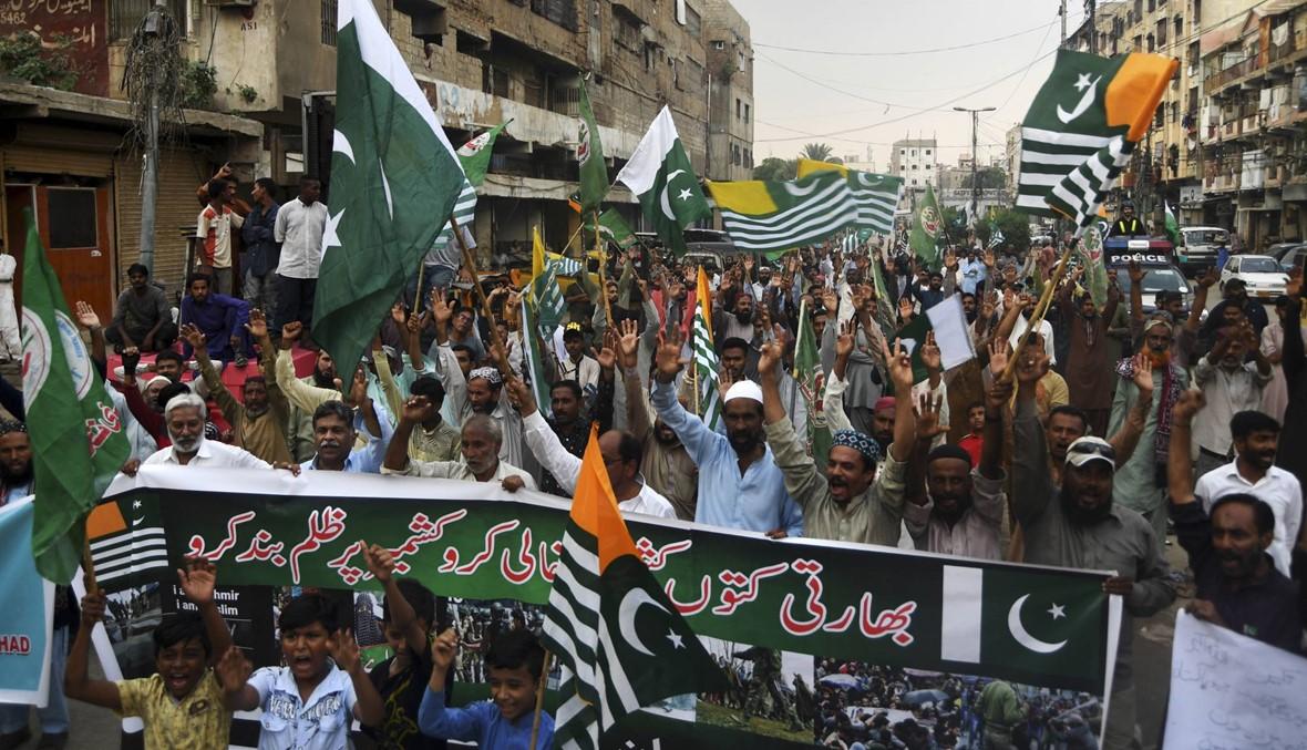 """آلاف الباكستانيّين تظاهروا ضدّ الهند: خان تعهّد """"النّضال من أجل كشمير حتّى تحريرها"""""""