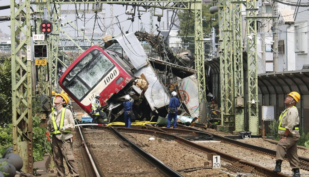 بالصور: 35 جريحاً على الأقل في اصطدام بين قطار وشاحنة بالقرب من طوكيو