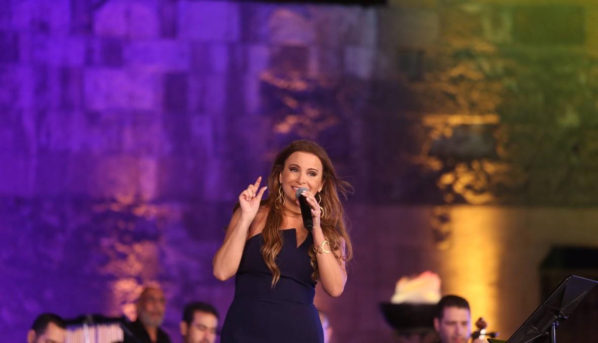 تانيا قسيس تُشعل مسرح القلعة... وزيرة الثقافة أوّل من وقف لها